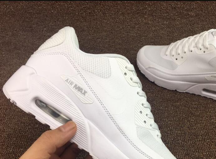 Spotting fake replica Nike