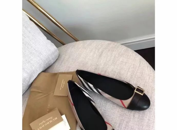 Burberry Vintage Checked Lady Flat Shoe